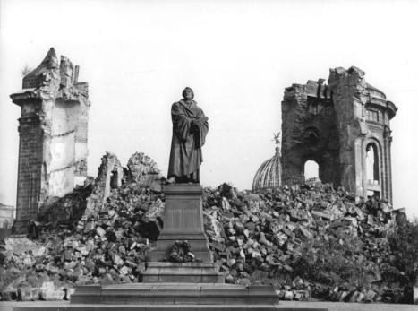 Dresden, Denkmal Martin Luther, Frauenkirche, Ruine